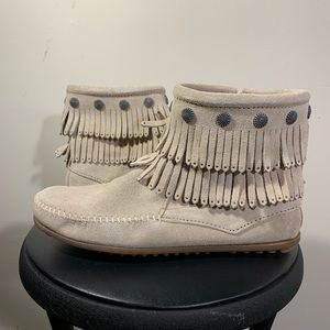 NWT! MINNETONKA Double Fringe Side Zip Moccasins